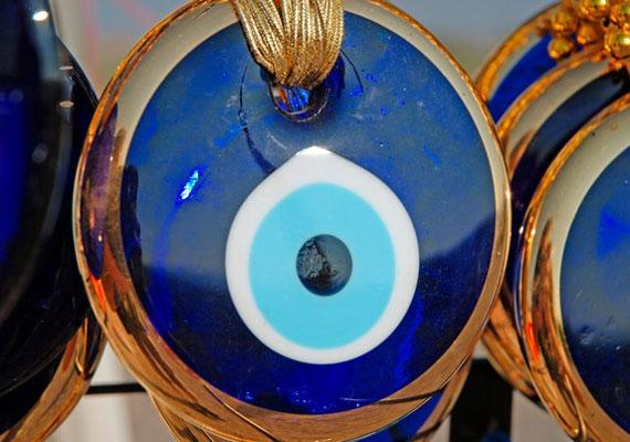 A szemet ábrázoló talizmánok hatásosak szemmel verés ellen.