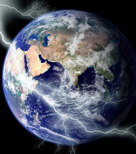 Világvége                         Az emberiség számára az egyik legnagyobb kérdés, lesz-e, illetve mikor lesz világvége. Ha téged is foglalkoztat a dolog, nagyobb valószínűséggel álmodsz világvégéről, de, ha nem, akkor is előfordulhat. Nincs okod ugyanakkor azt feltételezni, hogy ezzel álmodni tragédia előjele. A világvége az álomban új, erős, bátor kezdetet jelez.