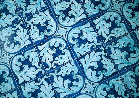 6-osnál is a kék színt vesd be, váltogathatod az árnyalatokat, és a kacsaringós, indás mintákkal is játszhatsz.