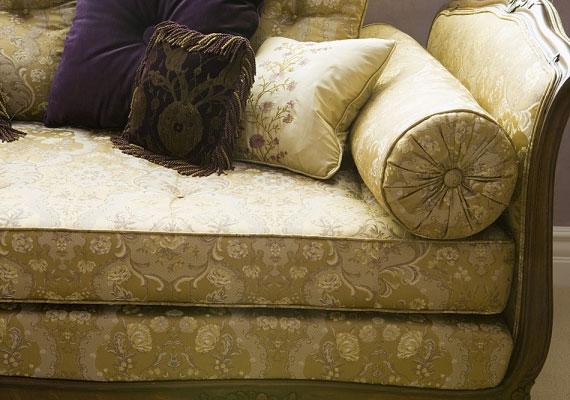 A 9-es otthonban az antik hangulat, az arany és a barna árnyalatai szerencsés kombinációt adnak.