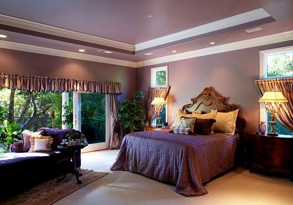 Ha 7-es a lakásod, lila árnyalatokat és lágyan eső textileket alkalmazz.