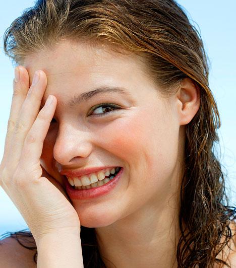 3-as alapszámÁrad belőled az optimizmus és a játékosság. Rendkívül könnyed, jó humorú nő vagy. Kedélyes személyiséged miatt igen sok barátod van, és szívesen látnak bármilyen összejövetelen. Nincs szinte egyetlen szomorú pillanatod sem – ami igen jó hatással van a körülötted élőkre.Kapcsolódó cikk:Mikor születtél? - Ebben vagy igazán jó! »