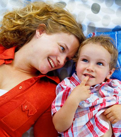 2-es alapszám  A 2-es a legnőiesebb szám – ennek következtében az igazi anyatípusú nők közé tartozol. Rendkívül gondoskodó nő vagy, minden körülmények között képes vagy nyugodt háttérországot teremteni. Melletted biztonságban érzik magukat családtagjaid és szeretteid egyaránt.  Kapcsolódó cikk: Mikor születtél? - Ezért tisztel a külvilág »