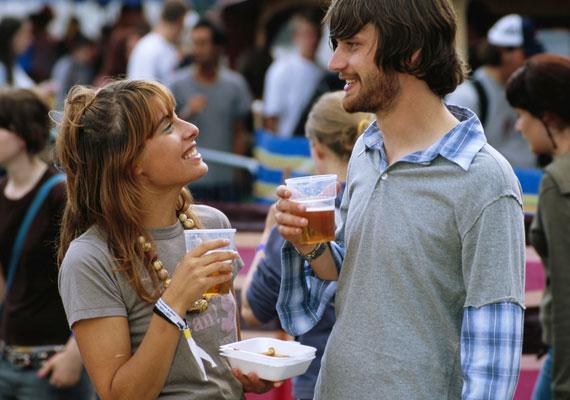 Ha 7-es vagy, a nyári fesztiválok tartogatják a legjobb alkalmakat az ismerkedésre.