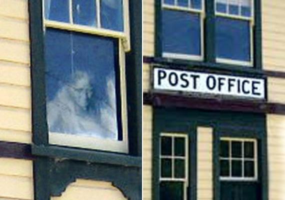 A postahivatal emeleti szobája az 1900-as évek elején a postamester lakrésze volt. A helyiek szerint az ő szelleme térhetett vissza egy látogatás erejéig.