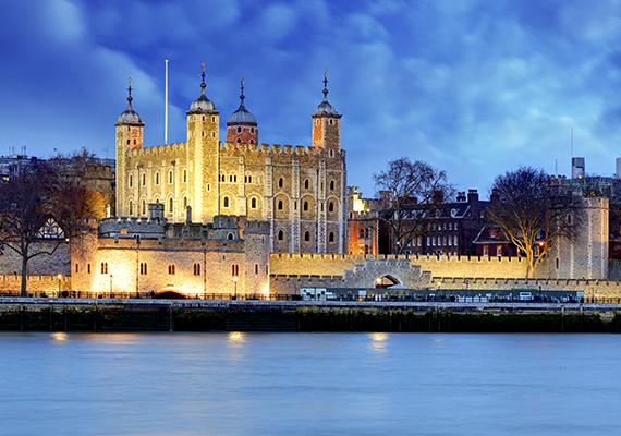 TowerVégül a londoni Tower, ahol turisták ezrei élik át a bolyongó lelkek okozta borzongást esztendőről esztendőre. Nem véletlenül, hiszen sokan vesztették életüket a falai közt, beleértve híres embereket is, mint V. Edward vagy Boleyn Anna, illetve Thomas Becket, akinek a kísértetét állítólag többen látták is már.