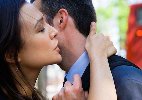 Ha 8-as vagy, az legfontosabb feladatod, hogy leszámolj a gondolattal, hogy az érzelmileg elérhetetlen férfi valaha is a társad lehet. Olyanokat keress inkább, akik rendes kapcsolatot akarnak veled.