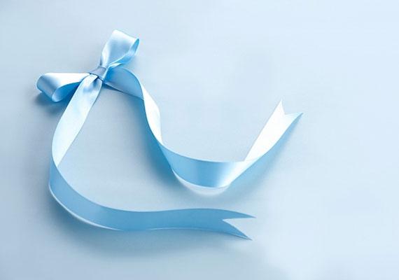 A kék a hűség színe, a csomók pedig megerősítik a mágikus kötést, ezért köss össze két kék szalagot, és tedd el egy fiókba.