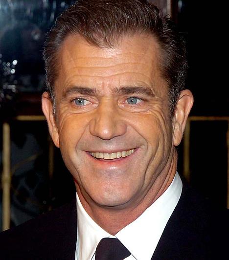 Mel Gibson Az elmúlt években az Oscar-díjas színész nem annyira tehetsége, hanem sokkal inkább alkoholproblémái miatt került az újságok címlapjára. A legsúlyosabb incidensre 2006. július 28-án került sor, amikor kocsijában egy rekesz hűtött sörrel száguldozott, majd antiszemita szitkokat szórt az őt megállító rendőrökre. 1956. január 3-án született.Kapcsolódó hír:Megint durván bepiált a botrányhős Mel Gibson »