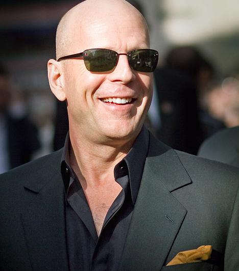 Bruce Willis  Nem sokan tudják róla, hogy az NSZK-ban látta meg a napvilágot - 1955. március 19-én -, Walter Bruce Willis néven. Legelőször a Simlis és szende című filmsorozatban dobogtatta meg a női szíveket - amiért Emmy- és Golden Globe-díjat is kapott.  Kapcsolódó cikk: Mi az életfeladatod? »