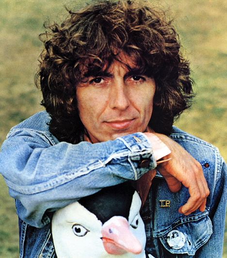 George Harrison  A legendás Beatles együttes gitárosa a zenekar feloszlása után számos vállalkozásba fogott. 1970-ben szólókarrierbe fogott, jótékonysági koncerteket szervezett, és 1979-ben ő alapította azt a Handmade Films nevű vállalatot, melynek segítségével készült el többek között a Brian élete című Monty Python film. Liverpoolban született 1943. február 25-én és Los Angelesben hunyt el 2001. november 29-én.  Kapcsolódó cikk: Milyen a párkapcsolati karmád? »