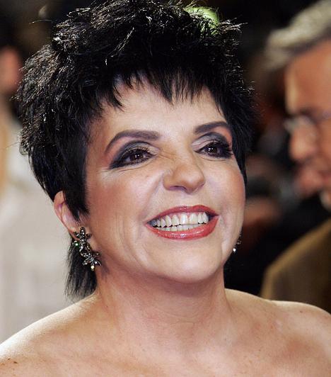 Liza Minelli  A Cabaret egykori sztárja 1946. március 12-én született. Tony-, Emmy- és Grammy-díjjal egyaránt büszkélkedhet. Nem hiába, aki Hollywoodban születik egy bizonyos Judy Garland lányaként, annak nem árt letenni valamit az asztalra.