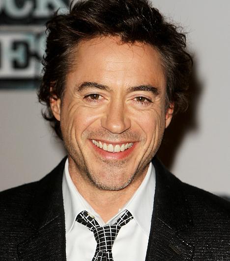 Robert Downey Jr. A sztár 1965. április 4-én látta meg a napvilágot. Kezdetektől fogva elkényeztette a sors remek szerepekkel: az Air Americának Mel Gibson barátságát, az 1993-as Chaplinnek pedig Oscar- és Golden Globe-jelölését köszönhette. A könnyen jött hírnév azonban kellemetlen drogos mellékhatásokkal járt.Kapcsolódó cikk:Lecsúszott drogosokból ünnepelt sztárok »