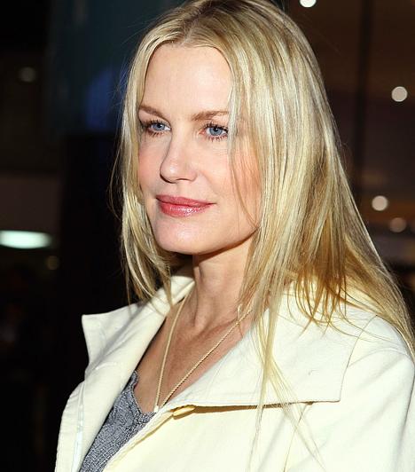Daryl Hannah A tehetséges színésznő karrierje kilencvenes években megtorpant, ám az ezredforduló után az álomgyár kultikus feltámasztója, Quentin Tarantino egy emlékezetes szerepet adott neki a Kill Bill című vérbő bosszúfilmjében. Hannah testesítette meg az Elle Driver félszemű bérgyilkost. 1960. december 3-án született Chicagoban.Kapcsolódó hír:Mint egy férfi, olyan a szétplasztikázott színésznő »