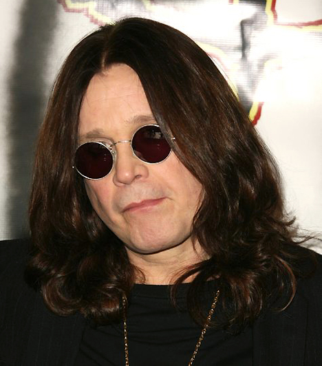 Ozzy Osbourne A Black Sabbath egykori eszelős frontemberéből többé-kevésbé tisztes családapává váló Ozzy tűz jegyéhez hűen karrierje során megjárta a poklok-poklát: előfordult, hogy kokainmámorban úszva hangyákat szippantott fel, vagy leharapta egy koncerten bedobott denevér fejét. Birminghamben született 1948. december 3-án.Kapcsolódó cikk:Szexikonok, aki, botrányosan rosszak az ágyban »