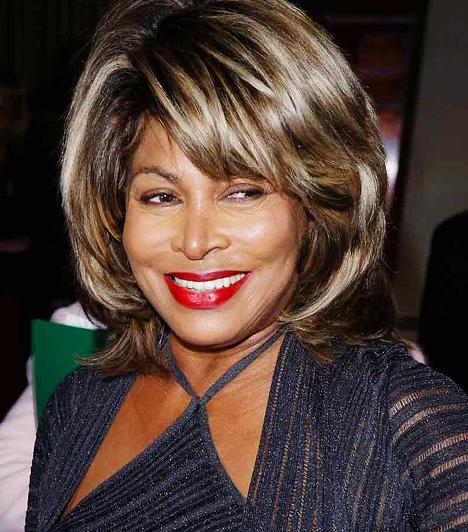 Tina Turner Rekedtes hangja és impulzív előadásmódja miatt kiérdemelte a Rock & Roll királynője címet. A nyolc Grammy-díjas énekeső, bár elmúlt hetven éves, fiatalos lendületéből és energikusságából mit sem veszített. 1939. november 26-án született.  Kapcsolódó hír: Hatalmas durranás a Grammy-gálán »