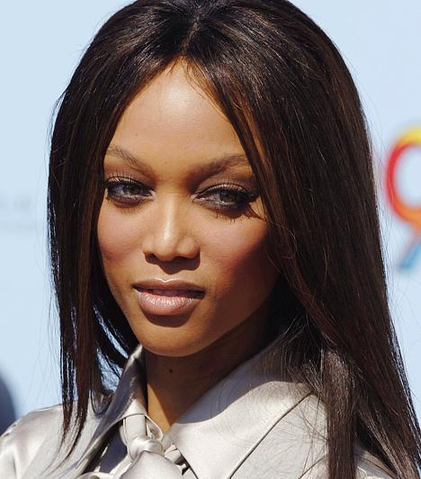 Tyra Banks A fekete bőrű szépség nem érte be e kifutók világával. Eleinte csak kisebb sorozatszerepeket vállalt el, a közelmúltban azonban elindította népszerű Topmodell kerestetik című valóságshow-ját – nálunk a Viasat3 sugározza -, és egy saját nevével fémjelzett talkshow-ba is belevágott. 1973. december 4-én született.  Kapcsolódó hír: Ilyen volt, ilyen lett - Tyra Banks »