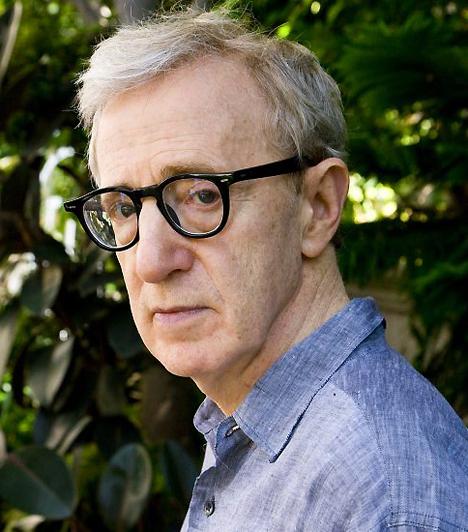 Woody Allen A szépnek jóindulattal sem mondható, ám annál tehetségesebb színész-rendező 1935. december 1-én látta meg a napvilágot. Évtizedek óta falja nőket ontja magából a filmeket. Talán nem túlzás azt állítani, hogy az olyan filmjei nélkül, mint az Annie Hall vagy a Agyament Harry a filmtörténelem szürkébb és unalmasabb lenne.Kacsolódó cikk:Az Oscar-díj történetnek könnyfakasztó pillanatai »