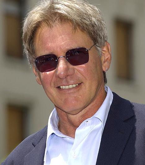 Harrison Ford 1942. július 13-án látta meg a napvilágot. Az Indiana Jones filmek sztárja sokáig őrizte magánéletének szentségét, ám Calista Flockharttal való együttélése óta neve kicsit gyakrabban bukkan fel a pletykalapok hasábjain.  Kapcsolódó hír: Részegen mulatott Harrison Ford »