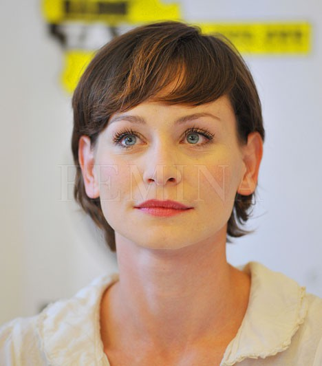 Hámori Gabriella                         Hámori Gabriella 1978. november 1.-én született Szarvason. 2007-ben Jászai Mari-díjat kapott, leghíresebb filmjei a Valami amerika, az Állítsátok meg Terézanyut és a Kaméleon.