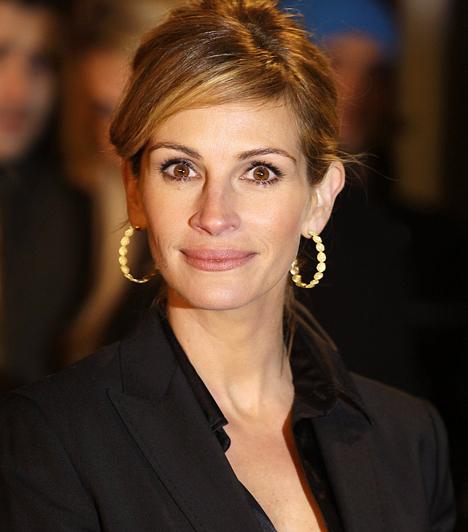 Julia Roberts  A vörös színésznő csillagjegyéhez hűen megszerzi, amit akar. Néhány évvel ezelőtt például lecsapott leendő férjére, Danny Modertre - aki akkor még egy másik nő párja volt. 1967. október 28-án született.