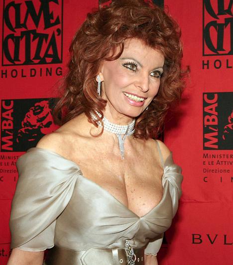 Sophia Loren                         A világhírű olasz színésznő 1934. szeptember 20-án Rómában. Minden idők egyik leghíresebb szexszimbóluma, aki vonzerejéből időskorára sem veszített semmit. 2007-ben nem véletlenül szerepelt a Pirelli naptárban Naomi Watts, Penélope Cruz és Hilary Swank társaságában.                                                  Kapcsolódó cikk:                         Innen tudod, ha kihűltek a férfi érzelmei »