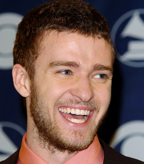 Justin Timberlake Britney Spears első fiújának legjellemzőbb Vízöntő tulajdonsága, hogy mindig a saját feje után megy. Mellesleg nagyon is jól teszi, hiszen azóta, hogy kilépett a 'N Sync nevű fiúzenekarból, hat Grammy-díj büszke tulajdonosa. 1981. január 31-én született.