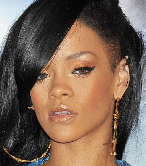 Rihanna  Rihanna 1988. február 20.-án született a barbadosi Saint Michaelben. Hatszoros Grammy-díjas énekesnő. Eddig összesen 11 dala került az amerikai Billboard Hot 100 slágerlista élére.