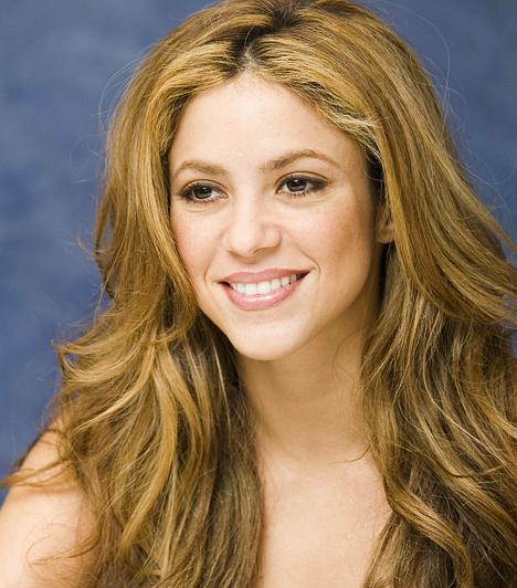 Shakira A szexi énekesnő felmenői között ott a fél mediterráneum: libanoni, olasz, spanyol ősökkel egyaránt büszkélkedhet a kolumbiai szépség. Ilyen vérvonallal nem is csoda, hogy dalai rendkívül szenvedélyesek. Ám az, hogy nyolc Latin Grammy és két Grammy-díj tulajdonosa, már a tehetségén múlt. 1977. február 2-án született.