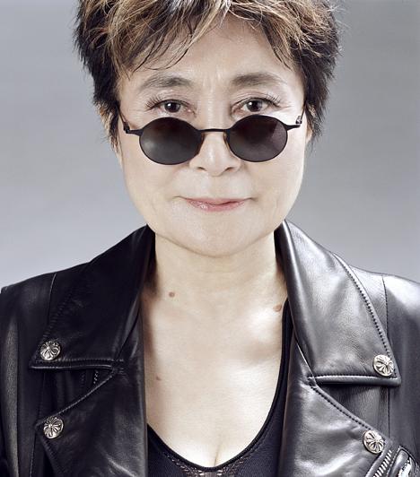 Yoko Ono Az igen ellentmondásos megítélésű hölgy John Lennonnal Amszterdamba utazott nászútra, ahol a ma már legendásnak számító Egy ágyban a békéért performansz keretében tiltakoztak a háború ellen. 1933. február 18-án született.Kapcsolódó hír:Így néz ki most Yoko Ono, John Lennon özvegye »