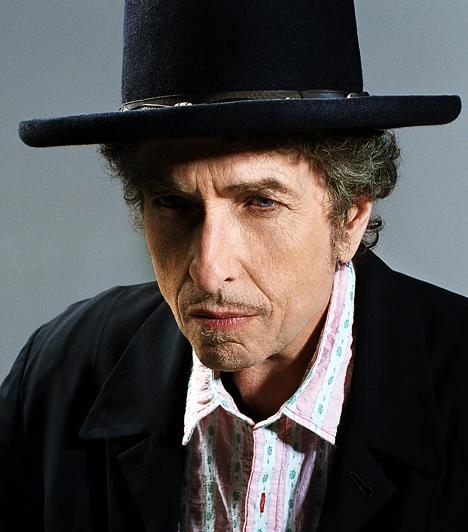 Bob Dylan Robert Allen Zimmerman néven látta meg a napvilágot Minnesotában 1941. május 24-én. A hatvanas években született Blowin' in the Wind és a The Times They Are A-Changin' című dalai a polgárjogi mozgalmak himnuszává váltak. A Like a Rolling Stone című számát pedig 2004-ben a Rolling Stone magazin beválasztotta Minden idők 500 legjobb dala közé - méghozzá az első helyre.