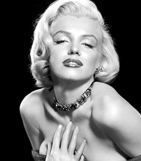 Marilyn Monroe A huszadik század talán legjelentősebb szexszimbólumát egy hadianyag gyárban fedezte fel a divatszakma 1944-ben. Négy évvel később pedig már a 20th Century Fox szerződtette kisebb szerepekre. 1926. június 1-én született Los Angeles-ben, és ugyanitt halt meg 1962. augusztus 5-én.Kapcsolódó hír:Marilyn Monroe utolsó fotói »