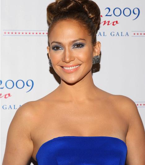 Jennifer Lopez                         A gyönyörű színész-énekesnőről nem kell sokáig találgatni, vajon mely csillagzat alatt született. Számtalan szerelmi kalandjával és hihetetlen déli temperamentumával tipikus Oroszlánnak tűnik. 1969. július 24-én született.