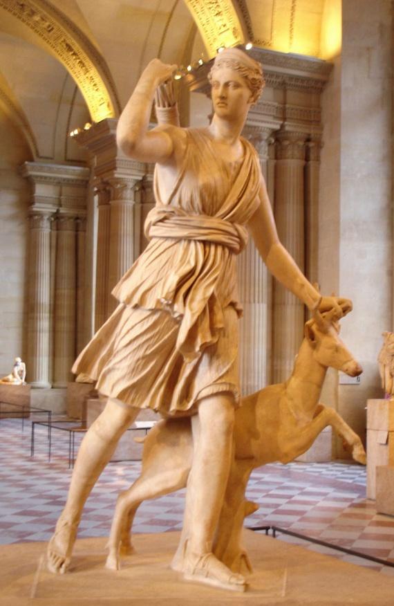 Csütörtök                         Ha csütörtökön születtél, Artemisz, a gyermekek védője adta neked legfőbb női tulajdonságod, mégpedig, hogy született anya vagy, és csodásan bánsz a kicsikkel.                         Fotón: a versailles-i Artemisz, egy hellén szobor másolata, mely a Louvre-ban megtekinthető.