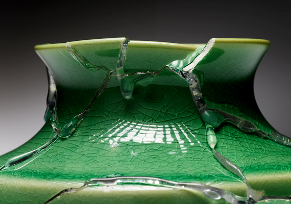 A törött tárgyakat semmiképpen se őrizgesd, sőt, próbálj meg minél előbb megszabadulni tőlük. Ellenkező esetben negatív energiát vonzanak az otthonodba.