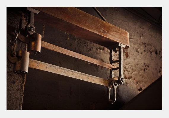 1907-ben dr. Duncan MacDougall kissé bizarr kísérletben próbálta lemérni a lélek súlyát. Hat haldokló páciensét mérleggel ellátott ágyra fektette. Eredményei szerint a lélek távozásával a testek súlya 21 grammal csökkent.