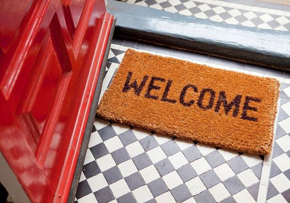 Bejárati ajtódat fesd piros színűre! Ez a szín a feng shuiban a szerencséé, így megduplázhatod az esélyed a szuper állásra.