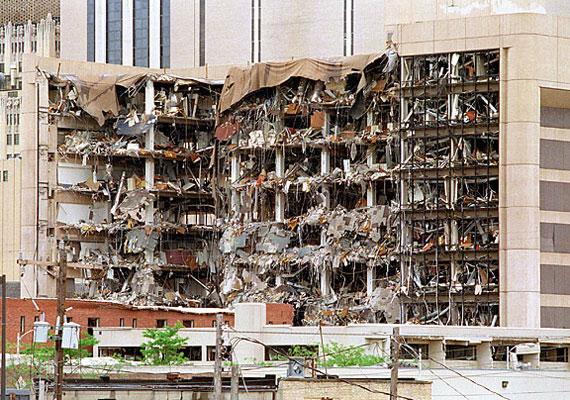 Az amerikai tisztánlátó, Tana Hoy 1995-ben, élő adásban jósolta meg a másfél órával későbbi bombatámadást az oklahomai Alfred P. Murrah Federal Building ellen.