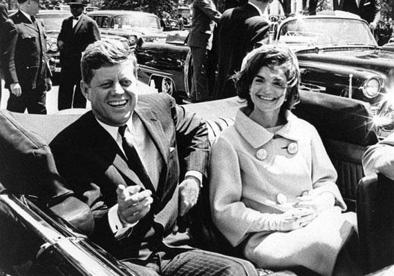 Kennedy elnök halálát többen is megjósolták, egyikük Jeane Dixon asztrológus volt, akihez Ronald Reagan felesége is járt tanácsért. A jósnő Martin Luther King halálát is előre látta.
