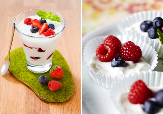 Egy kis pohár zsírszegény görög joghurt negyed csésze bogyós gyümölccsel kiváló kalóriaszegény nassolnivaló egy lusta hétvégi délutánra.