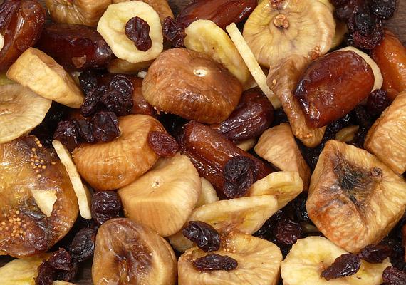 Az aszalt gyümölcsöknek magas a rosttartalma, a bennük található fruktóz pedig a diéta alatt is feltölt energiával.