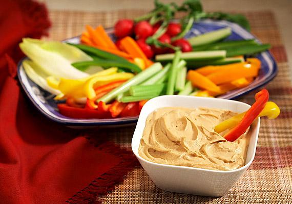 Ha nem édességre, hanem izgalmas, fűszeres ropogtatnivalóra vágysz, mártogass fűszeres szószba friss zöldségdarabokat.
