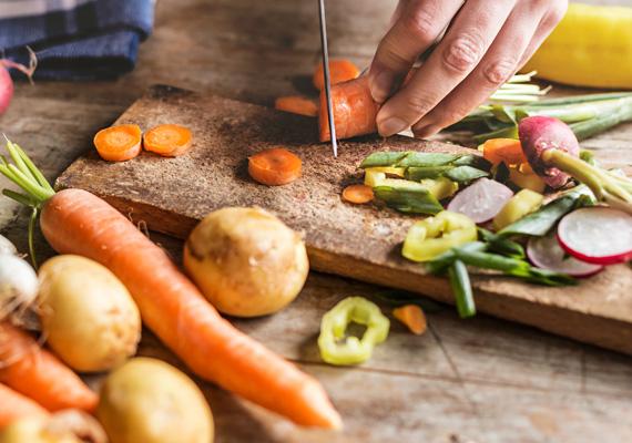 Az alacsony szénhidráttartalmú, természetes alapanyagokra támaszkodó diéta azoknak ideális, akik a súlyvesztés mellett az egészségükre is oda szeretnének figyelni. Ez az étrend nagyfokú rugalmasságot enged, de a feldolgozás nélküli, bio alapanyagok fogyasztását írja elő.Sok szezonális zöldség és gyümölcs, különböző húsok, halak, tejtermékek, magvak képezik az étrend alapját, azonban a cukros, lisztes ételeket, valamint az előre elkészített, konzerv élelmiszereket kerülni kell.