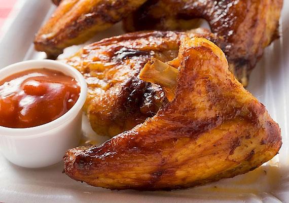 A csirkehús mind B1-, mind pedig B12-vitaminban bővelkedik. A fogyókúra során nem érdemes tehát mindenfajta húsról lemondanod, elegendő, ha a vörös húst iktatod ki.