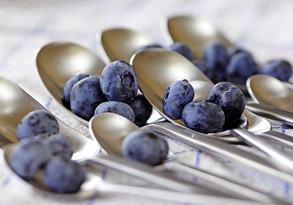 Az áfonya élelmi rostjainak és gyümölcssavtartalmának köszönhetően serkenti az anyagcserét. Magas tápanyag-, valamint alacsony kalóriatartalma ugyancsak kiváló diétás csemegévé teszi.