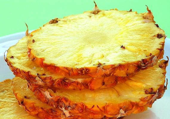 Az ananász nem csupán édes és finom, de kalóriatartalma is alacsony. Ballasztanyagai révén pedig segít megtisztítani a bélcsatornákat, miközben alaposan megdolgoztatja az emésztőszerveidet.