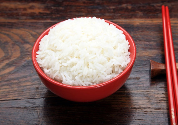 A fehér rizsben sok a szénhidrát, ráadásul savasít is.