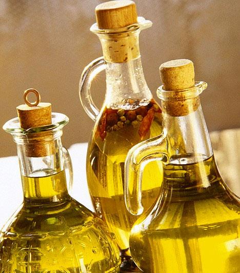Étolaj  Az étolaj nemcsak az anyagcserét lassítja le, de hő hatására rákkeltő anyagok is keletkeznek benne. Nem kell teljesen kiiktatnod életedből a naprafogó olajat, de kerüld a bő olajban sült ételek fogyasztását. Ezen kívül érdemes időnként olivaolajat használnod napraforgó helyett.  Kapcsolódó cikk: Ezért hízol napról napra! »
