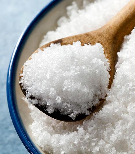 Só  A só önmagában létfontosságú az emberi test számára. Ha azonban túl sok nátriumot viszel be a szervezetedbe, a vízháztartásod felborul, a folyadék megreked a sejtjeid között, ami puffadáshoz és hízáshoz vezet, ráadásul a méregtelenítés is lelassul, ami tovább rontja az anyagcserédet.  Kapcsolódó cikk: Egy csipet só, plusz 2 kiló »