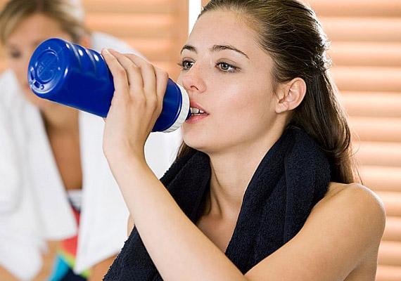 A sportitalok nagy mennyiségű energiát tartalmaznak, így gyorsan emelik meg a vércukorszintet, ami aztán ugyanolyan gyorsan zuhan is le.